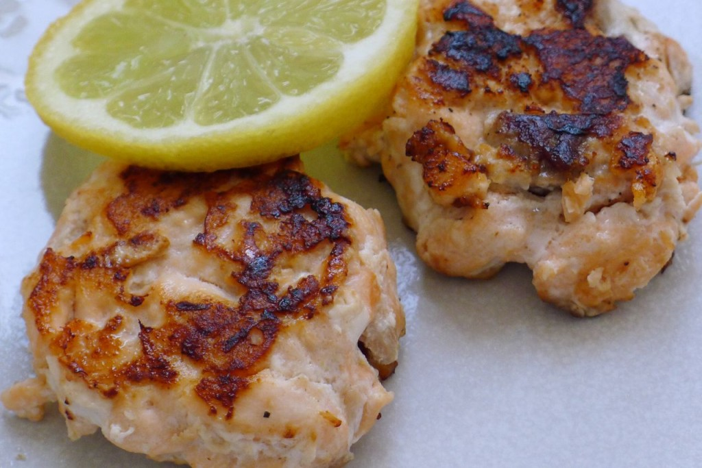 Salmon fish cakes without potato. A simple, wholesome recipe from the Free From Fairy. #salmon #salmonfishcake #lowcarbfishcake