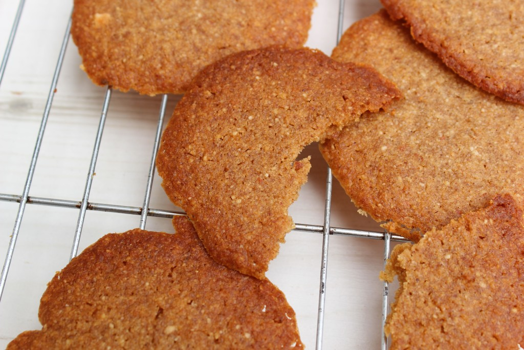 Paleo ginger cookies. These gluten free, refined sugar free cookies are suitable for anyone following the paleo, GAPS or SCD diets. Made with coconut flour for a low carb treat.