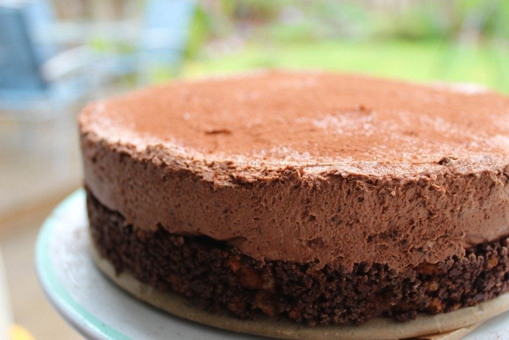 Delicious no bake chocolate cheesecake with a cake base #glutenfreecheesecake #glutenfreechocolatecheesecake #freefromfairy
