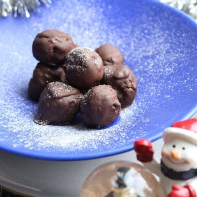 Roo's Christmas Pudding Truffles (Vegan, Raw, Gluten-free, Refined Sugar-free)