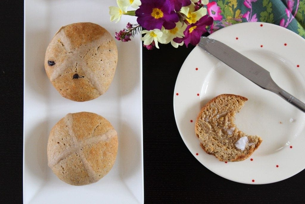 Glutenfree Hot cross buns with no fruit. Low sugar. #Easter #glutenfree #refinedsugarfree #hotcrossbun