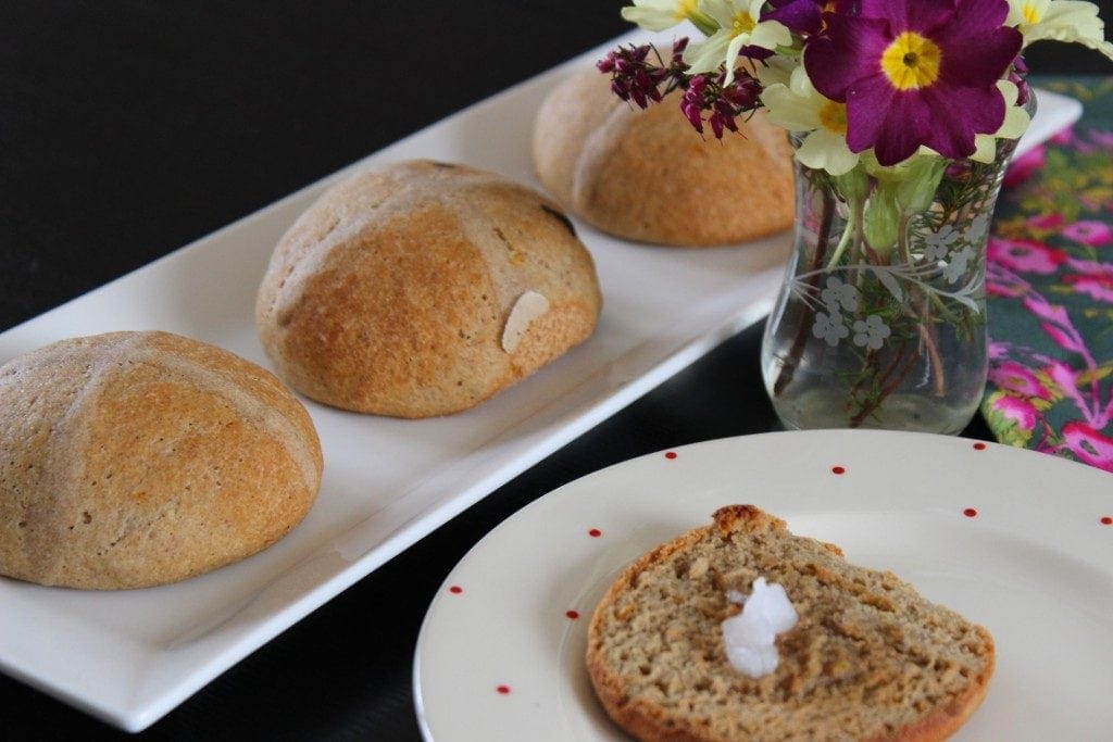 Healthier hot cross buns made with the Free From Fairy's wholegrain gluten free flour blend. #glutenfree #dairyfree #refinedsugarfree #hotcrossbunrecipe https://freefromfairy.com