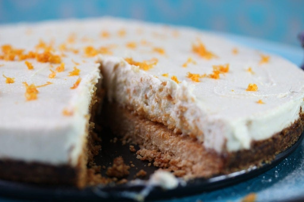 A simple lemon cheesecake that is grain free, refined sugar free and vegan.