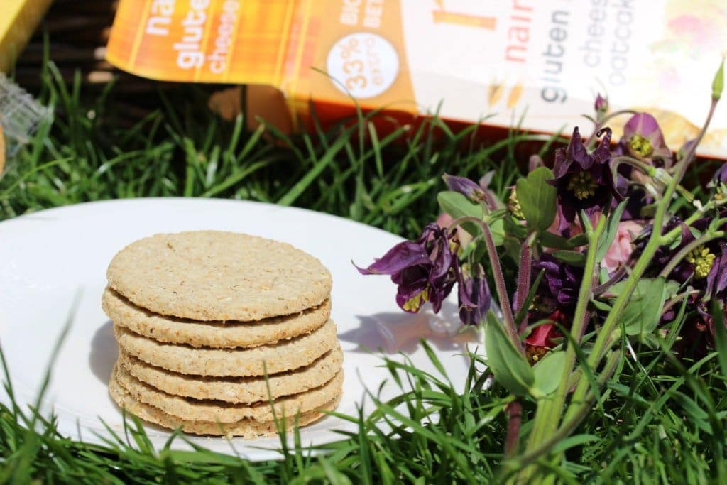 Nairn's produce fabulous gluten-free oat based products. I used their oat muesli to create healthy flapjacks. Gluten-free, Vegan, Refined sugar-free. Naturally sweetened with honey. Three ingredients