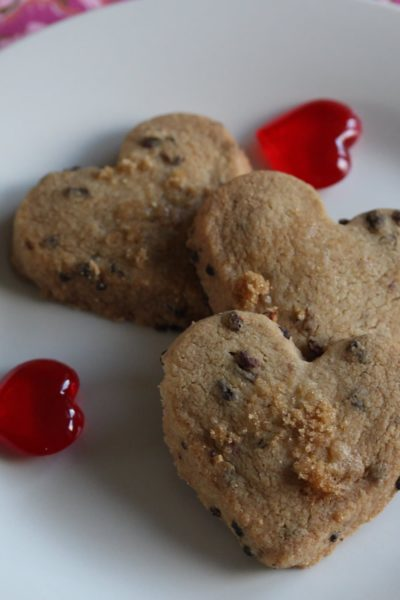 Delicious raspberry shortbread; perfect for valentines day or any other day! It's delicate and melt in the mouth while being gluten-free and lower sugar...