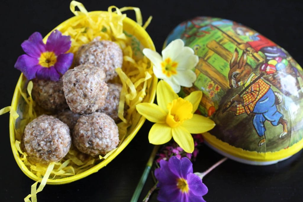 Bliss Balls: The Easter Version. #glutenfree #dairyfree #eggfree #vegan #hotcrossbun #freefromfairy