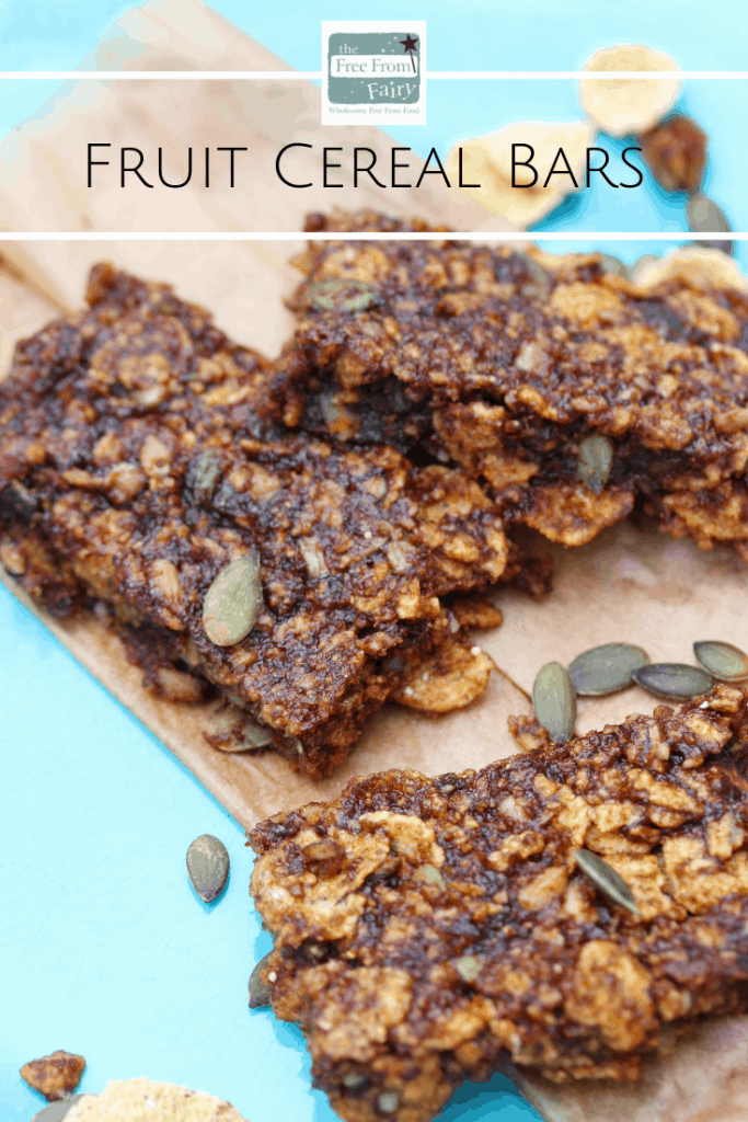 Fruit cereal bars: homemade cereal bars perfect for breakfast or snacks #cerealbar #cerealbarrecipe #breakfastrecipe #quickbreakfast #glutenfree #dairyfree #eggfree #nutfree #freefromfairy #naturespath