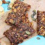 Fruit cereal bars: homemade cereals bars perfect for breakfast or snacks #cerealbar #cerealbarrecipe #breakfastrecipe #quickbreakfast #glutenfree #dairyfree #eggfree #nutfree #freefromfairy #naturespath