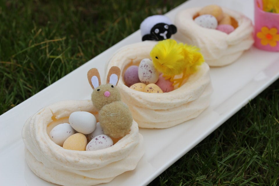 Easter meringues - the perfect dessert.